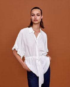 Camisa com folho e faixa (branco): ZARA (29,95€)