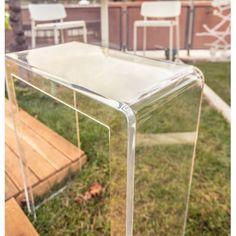 Consolle moderna in plexiglass trasparente #plexiglass #design #roma #verona #arredo #arredamento #consolle #trasparente