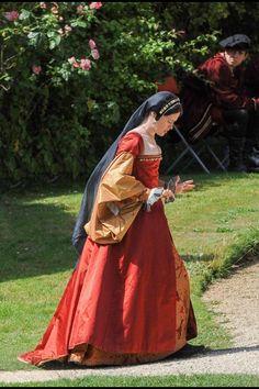 19 mei 1536 - Anna Boleyn, de tweede vrouw van Hendrik VIII van Engeland, wordt onthoofd wegens overspel. Anne Boleyn from Wolf Hall