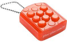Ploc-Ploc  é um plástico bolha em formato de chaveiro que você pode estourar infinitamente... E a cada 100 estouros emite um som surpresa. ...