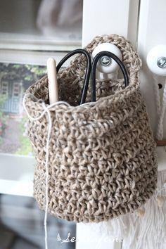 seidenfeins Blog vom schönen Landleben: Häkelkörbchen aus Paketschnur * crochet a little h...