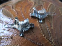 Cute little saddle barrettes for the buckarette! Snap on closures make it easy to take on and off.  Yahoo
