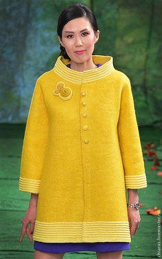 Купить авторское пальто ручной работы - желтый, желтое полупальто, пальто для машины, яркий желтый