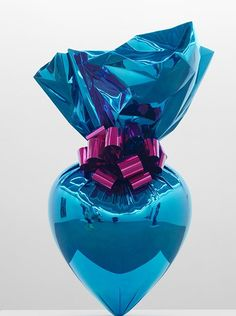 JEFF KOONS, Sacred Heart (Blue/Magenta), mirror-polished stainless steel with transparent color coating, 140 ½ x 86 x 47 inch. Kitsch, Textile Sculpture, Sculpture Art, Steel Sculpture, Jeff Koons Art, Frieze Art Fair, Gagosian Gallery, Decoupage, Grafiti
