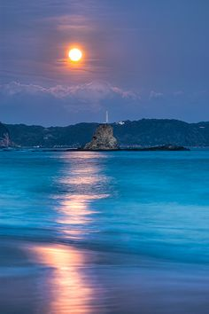 Sparkle of Orange, Kasumi Beach, Shimoda, Japan, photo by Tommy Tsutsui on flicker.