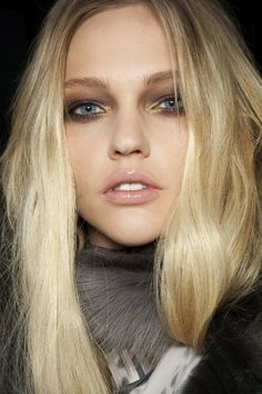 smokey eyes + nude lips #beauty #hair #lipstick