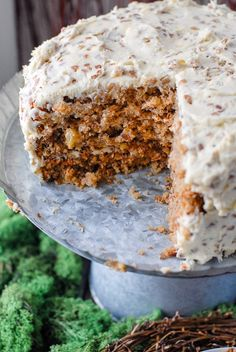 Hummingbird Cake is a perfect marriage between Banana Bread and Carrot Cake. Lighter than carrot cake, almost crumbly. Cream Cheese Pecan frosting which gives a nod toward the Carrot Cake Just Desserts, Delicious Desserts, Yummy Food, Baking Recipes, Cake Recipes, Dessert Recipes, Cookbook Recipes, Cupcakes, Cupcake Cakes
