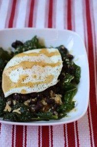 Southwest Quinoa Breakfast Bowl and more quinoa breakfast recipes on MyNaturalFamily.com #quinoa #breakfast #recipe