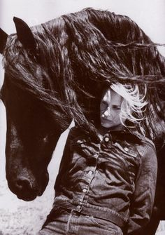 Daryl Hannah and Jeremiah, the horse she rescued from Findus lasagne. Daryl Hannah, Friesian, Horse Photography, Horse Love, Beautiful Horses, Beautiful Creatures, Equestrian, Famous People, Romans