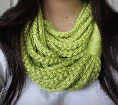Beginner Crochet... chain loop scarf. Great project for those who want to learn how to crochet. All you need to know is how to make a chain. (@Andrea Bellavigna WE HAVE TO DO THIS....NOW.)