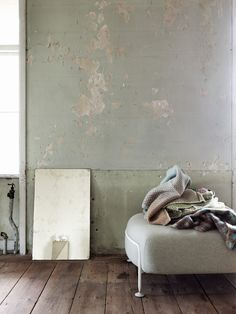 Rustic walls and warm throws.