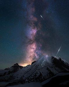 1,627 отметок «Нравится», 30 комментариев — The Universe (@universe_dope) в Instagram: «Night climbers make their way up Mt. Rainer. Incredible capture by @blazing_heavens #universe_dope»