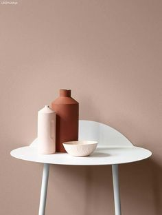 The sleek, rust red vase stands out against a balanced wall in Lady Balance 2024 Senses. A perfect color for you who are weak to powder pink tones.