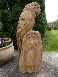 Skulpturen - Papagei auf Piratenkopf Kettensägenschnitzerei - ein Designerstück von Holz-Ecky bei DaWanda