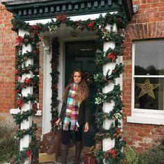 Christmas Photos, Christmas Wreaths, Christmas Tree, Photo Shoot, Holiday Decor, Home Decor, Xmas Pics, Teal Christmas Tree, Photoshoot