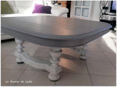 """Cette ancienne table de salle à manger avait besoin de s'éclaircir les idées après que ses pieds aient été coupés pour en faire une table basse... Ponçage total, ouverture des veines du bois, Réalisation d'une patine """"maison"""" dans un gris doux pour le..."""