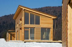Find out all of the information about the Riko Hiše product: prefab house / contemporary / solid wood / two-story MONOPITCH ROOF. Shed Roof, House Roof, Building A Shed, Building A New Home, Building Plans, Duplex Design, House Design, Wooden Buildings, Roof Trusses