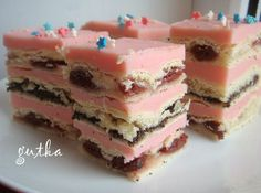 Пляцок Сакура Russian Desserts, Russian Recipes, Hungarian Cake, Fun Deserts, Traditional Cakes, Pastry Shop, Pastry Cake, How Sweet Eats, International Recipes