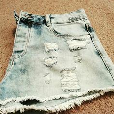 Zara Denim Price be Reduced!! Brand new to big for me. Zara Shorts Jean Shorts