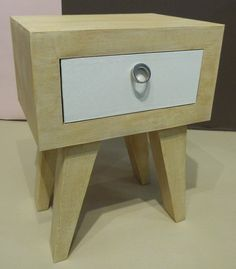 Chevet en carton style vintage http://www.la-coccinelle-ecolo.ouvaton.org/page2_meubles_carton.html