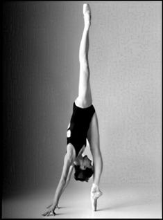 When yoga meets ballet.Darcey Bussell is always an inspiration! Dance Like No One Is Watching, Just Dance, Southern Sorority Girls, Yoga And More, Dance Baile, Dance Movement, Dance Poses, Ballet Dancers, Ballerinas