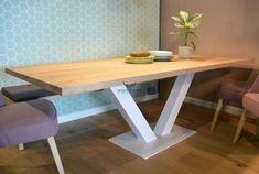 Prachtige grote eiken tafel met stalen poot. In ons atelier maken wij deze tafel in elk gewenste maat en de stalen poten kunnen wij leveren in elke kleur. Dining Bench, Corner Desk, Entryway Tables, Wood, Furniture, Design, Home Decor, Utrecht, Kitchens