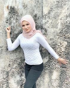 Arab Girls Hijab, Girl Hijab, Muslim, Girl Fashion, Photo And Video, Pretty, Beautiful, Instagram, Women