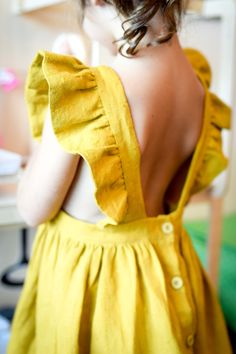 Robe tablier - Diy Tutorial and Ideas Frocks For Girls, Little Girl Dresses, Baby Girl Dress Patterns, Baby Dress, Baby Girl Fashion, Kids Fashion, Pinafore Dress, Fashion Branding, Beautiful Outfits