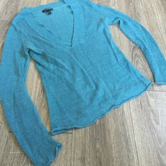 BANANA REPUBLIC Linen V-Neck Sweater Top Blouse Great condition. Size XS. 100% Linen. Rolled hem. Banana Republic. Banana Republic Sweaters V-Necks