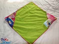 #sew #tutorial Badkape / wikkeldoek & verschoningsmat in één - Tutorial Bathcape / baby wrap & changing mat in one by DeKaWear Baby Sewing, Beach Mat, Outdoor Blanket, Clothes, Craft Work, Outfits, Clothing, Kleding, Outfit Posts