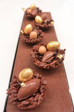 Nids croquant au Chocolat Chocolate Nests, Chocolate Shop, Homemade Chocolate, Chocolate Desserts, Chocolate Orange, Mini Desserts, Plated Desserts, Gourmet Recipes, Sweet Recipes