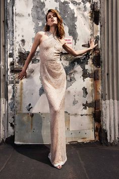 Naeem Khan Resort 2019 collection, runway looks, beauty, models, and reviews.