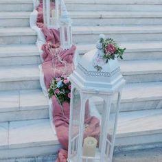 στολισμός γάμου μέ παιώνιες,γάμος μέ παιώνιες,νυφική ανθοδέσμη μέ παιώνιες Church Wedding Decorations, Wedding Church, Table Decorations, Glass Vase, Wedding Ideas, Weddings, Home Decor, Floral Arrangements, Party
