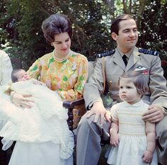 greekroyalfamily: King Constantine II & Queen Anne-Marie with baby Crown Prince Pavlos and Princess Alexia at the Royal Palace, 1967 Casa Real, Prince And Princess, Princess Anne, Constantine Ii Of Greece, Olympia, Greek Royalty, Greek Royal Family, Princesa Real, Queen Margrethe Ii