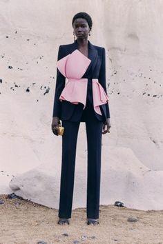 Alexander Mcqueen, Fashion Show Collection, Summer Collection, Vogue Paris, Couture Looks, Mannequins, Refashion, Couture Fashion, Fashion Outfits