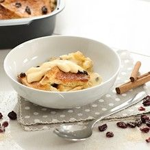 Butter the bread slices on both sides. Spread the jam on one side of the bread and slice on the diagonal. Bread And Butter Pudding, Jam On, White Bread, Dried Cranberries, Tupperware, Raisin, Soul Food, Macaroni And Cheese, Oven
