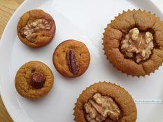 De zoete pompoenmuffins met walnoot zijn heel geschikt als alternatief Sinterklaas gebak. De anijs combineert geweldig met de zoete smaak van de pompoen.