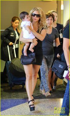 Shakira~ ~ **munecaRubia~~