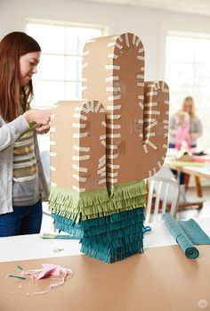 Easy DIY piñata pro tips (and Pinata Workshop Mexican Fiesta Party, Fiesta Theme Party, Festa Party, Diy Party, Party Themes, Mexican Pinata, Party Ideas, Taco Party, Pinata Party