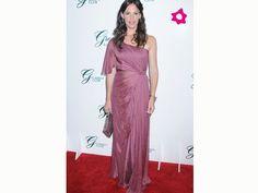 Jennifer Garner com um vestido de madrinha muito elegante