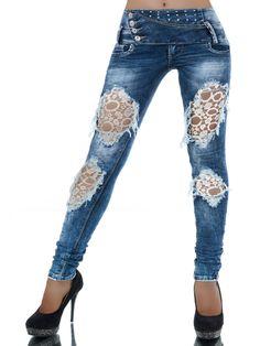 ELLENA übertrifft alle Erwartungen an eine stylische Jeans. Die Röhrenjeans ist ein wahrer Eyecatcher, die mit unglaublich vielen Highlights punktet. Absolut einmalig ist der extra breite Bund mit vier schräg angesetzten Knöpfen, den...
