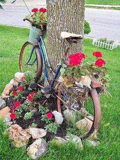 Yard Art, Recycled Garden Art, Lawn Edging, Garden Edging, Vintage Garden Decor, Deco Floral, Lawn And Garden, Diy Garden, Rocks Garden