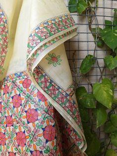 Saree Painting, Mural Painting, Madhubani Art, Madhubani Painting, Fabric Paint Designs, Fabric Art, Hand Painted Sarees, Long Dress Design, Yellow Cream
