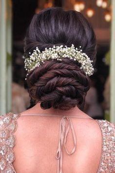 These stunning collection of Indian Bridal Hairstyles is giving us some major goals to transform our wedding outfit with mesmerising hairstyles tucked with baby's breath suitable for any ceremony at your wedding.   #Indianweddings #shaadisaga #indianbridalhairstyles #hairstyleswithflowers #lowbuns #intimatewedding #realflowers #lowbunbridalhairstyle #mermaidbraid  Bridal Hairstyle Indian Wedding, Bridal Hair Buns, Bridal Hairdo, Hairdo Wedding, Wedding Hairstyles For Long Hair, Elegant Hairstyles, Indian Hairstyles, Bride Hairstyles, Pretty Hairstyles