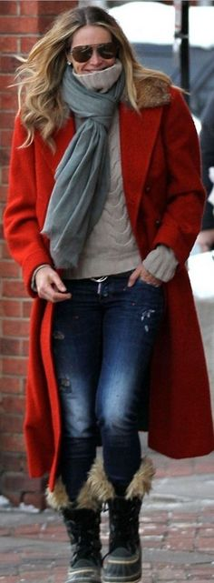 Who made Elle Macpherson's black boots and blue skinny jeans?