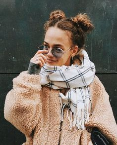 cozy and warm winter outfits, casual style ideas for school Style Hippie Chic, Gypsy Style, Boho Chic, Winter Fashion Outfits, Autumn Winter Fashion, Winter Outfits, Fall Winter, Looks Style, Style Me