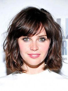 Wavy Hair Styles 15 Attractive Short Wavy Hairstyles You Need to Try - The Trend Spotter Bob Haircut With Bangs, Curly Hair With Bangs, Curly Hair Styles, Short Wavy Hairstyles For Women, Wavy Bob Hairstyles, Gorgeous Hairstyles, Layered Hairstyle, Thick Wavy Haircuts, Easy Hairstyles