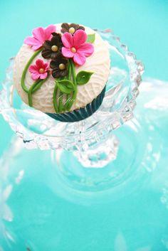 Tiny Flower Cupcake Design