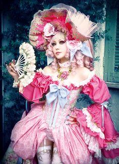 A cosplay Marie Antoinette