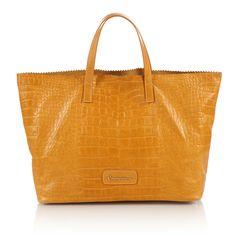 #bag #Africa #braccialini #yellow A smile for Africa. Parte del ricavato della vendita di queste borse verrà devoluto per la realizzazione di un pozzo artesiano in Etiopia.